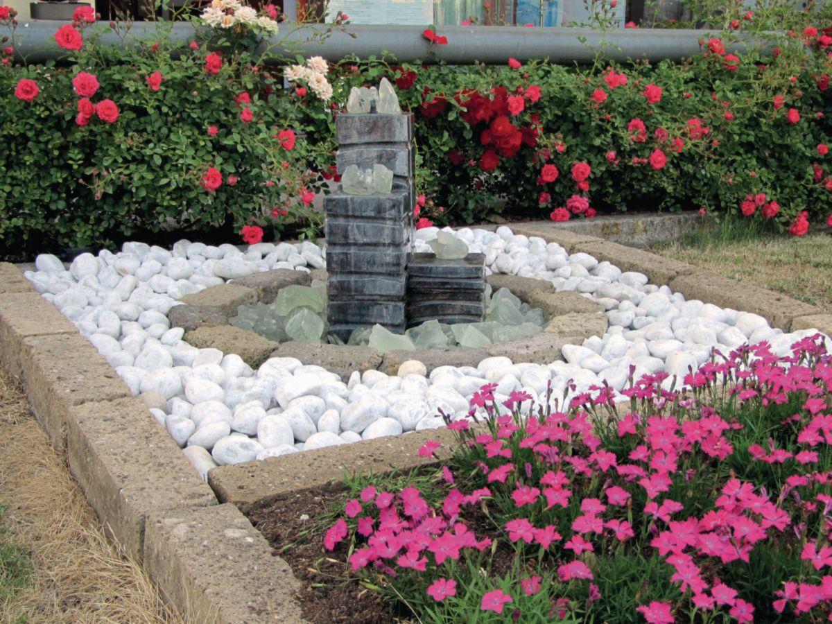 Galets gravillons et agregats - Décoration du jardin - Décoration ...