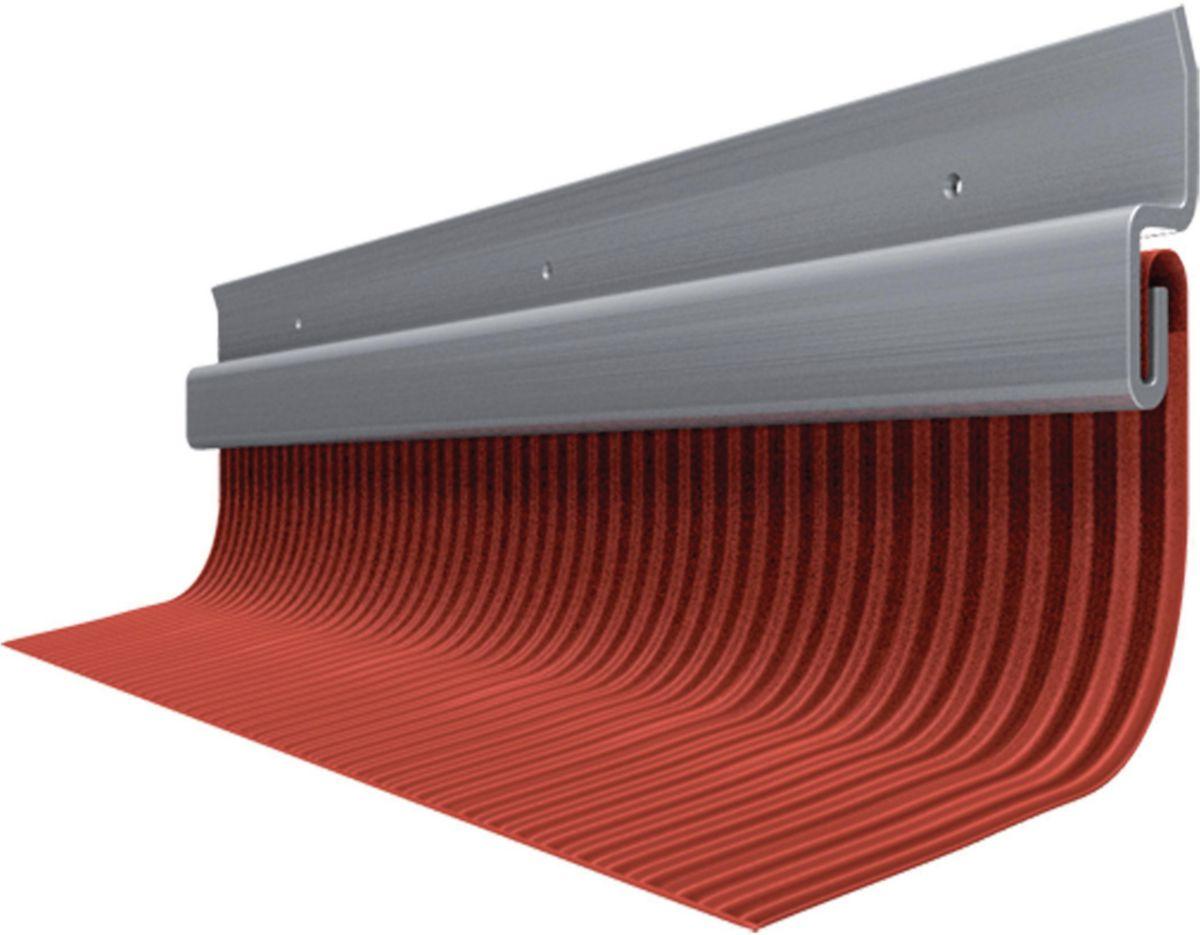 solin de toiture stunning les dbris duardoise et balayer le toit vous pouvez aussi utiliser un. Black Bedroom Furniture Sets. Home Design Ideas