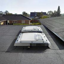 fen tre coupole lectrique pour toit plat cvp protection. Black Bedroom Furniture Sets. Home Design Ideas