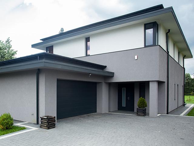 Maison moderne avec entrée et garage