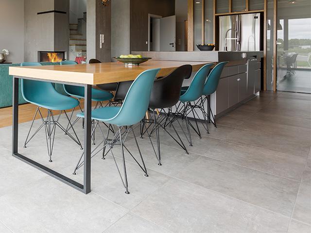 Carrelage en béton dans un salon moderne