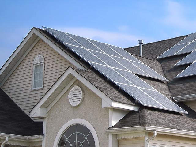 Panneaux solaires sur une maison