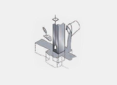 Pose du pilier de portail en acier