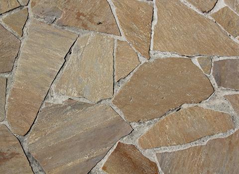 Terrasse en quartzite, pierre naturelle aux tons pastel