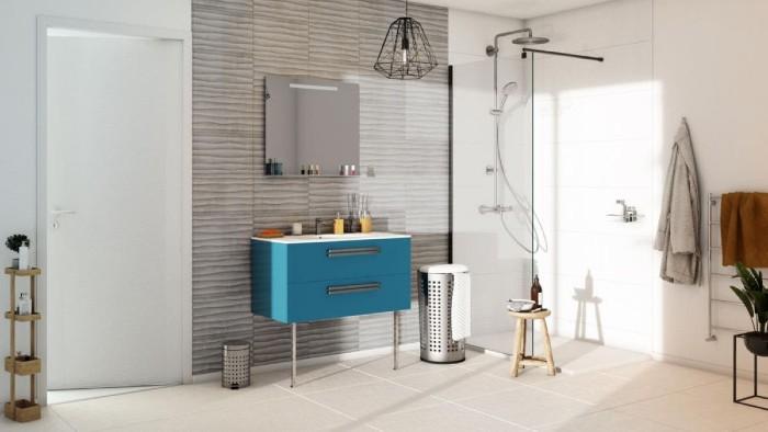 Une faience murale contrastée qui habille une salle de bain contemporaine