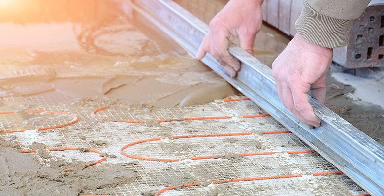Isoler un plancher chauffant avec des panneaux en polystyrène extrudé ou expansé