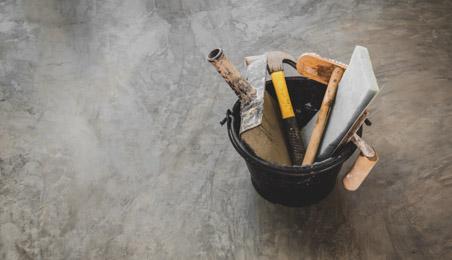 Seau contenant des outils