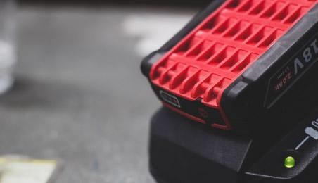 Batterie d'outil électroportatif en charge