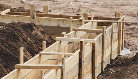 Coffrage en bois pour le coulage de fondations en béton