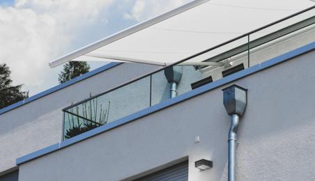 Boite à eux sur la façade d'une maison contemporaine à toit plat