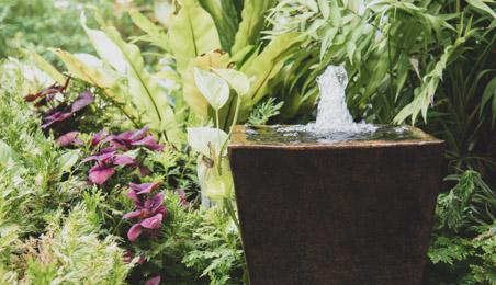 Fontaine moderne en pierre