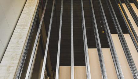 Ossatures métalliques en attente de la pose de l'isolant et des plaques de plâtre