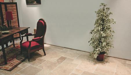 Coin salle à manger avec sol en dalles de pierre naturelle