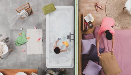 Cloison en plaques de plâtre hydrofuges séparant une salle de bains et un salon