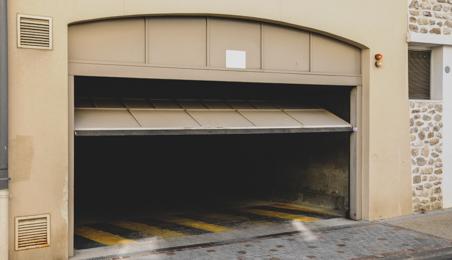 Porte de garage basculante ouvert