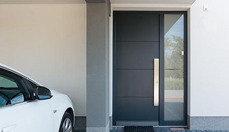 Porte d'entrée en métal de style contemporain