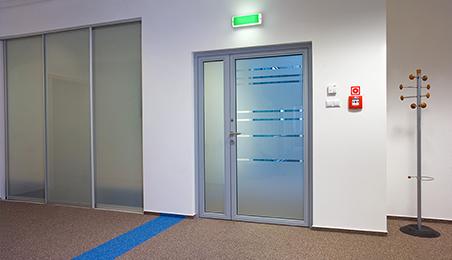 Porte d'intérieur technique en métal et verre