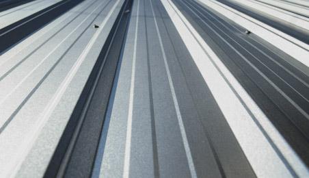 Plaque de toiture en inox en gros plan