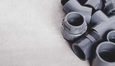 Raccords de tubes en PVC gris