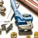 Ensemble de tubes et raccords en cuivre et outils