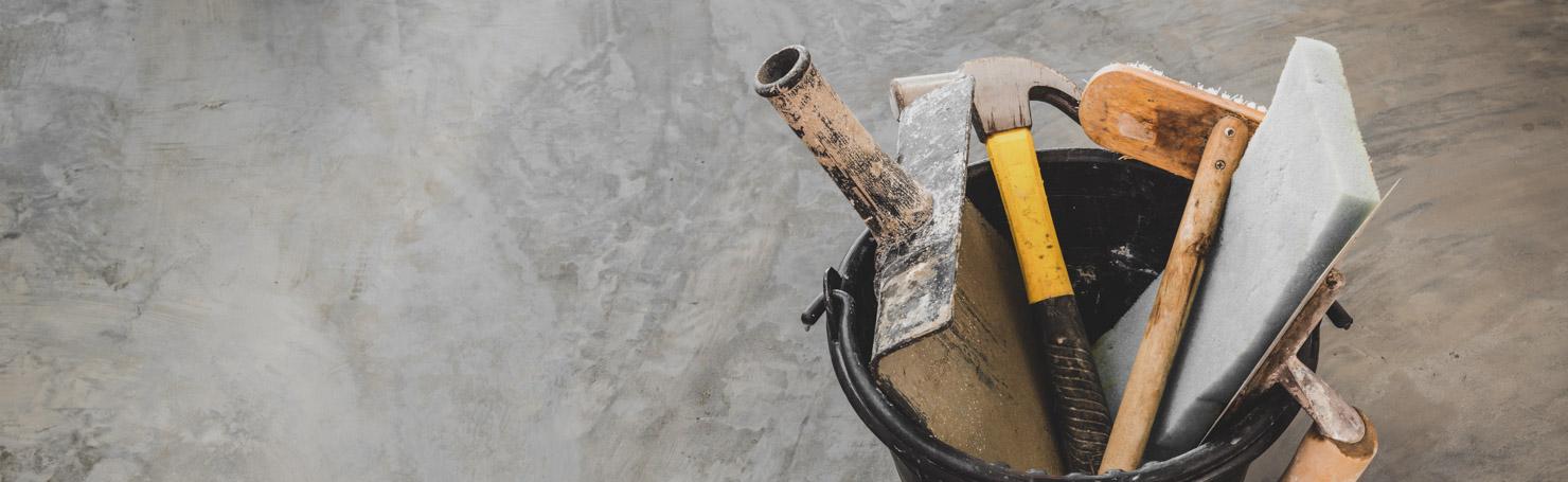 Seau contenant des outils manuels