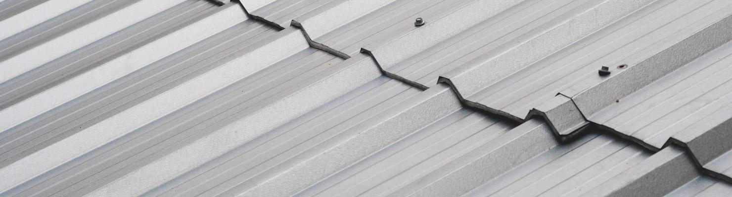 Plaques de toiture en métal