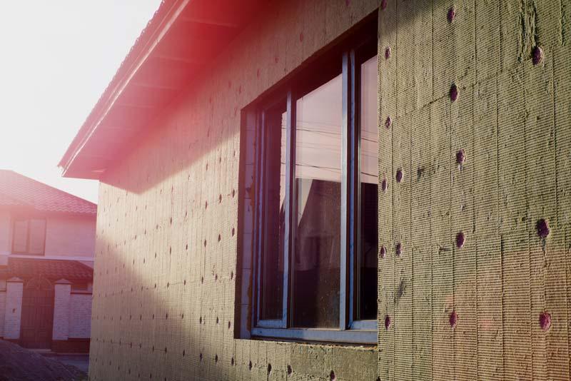 Isolation d'une façade extérieure avec de la laine minérale