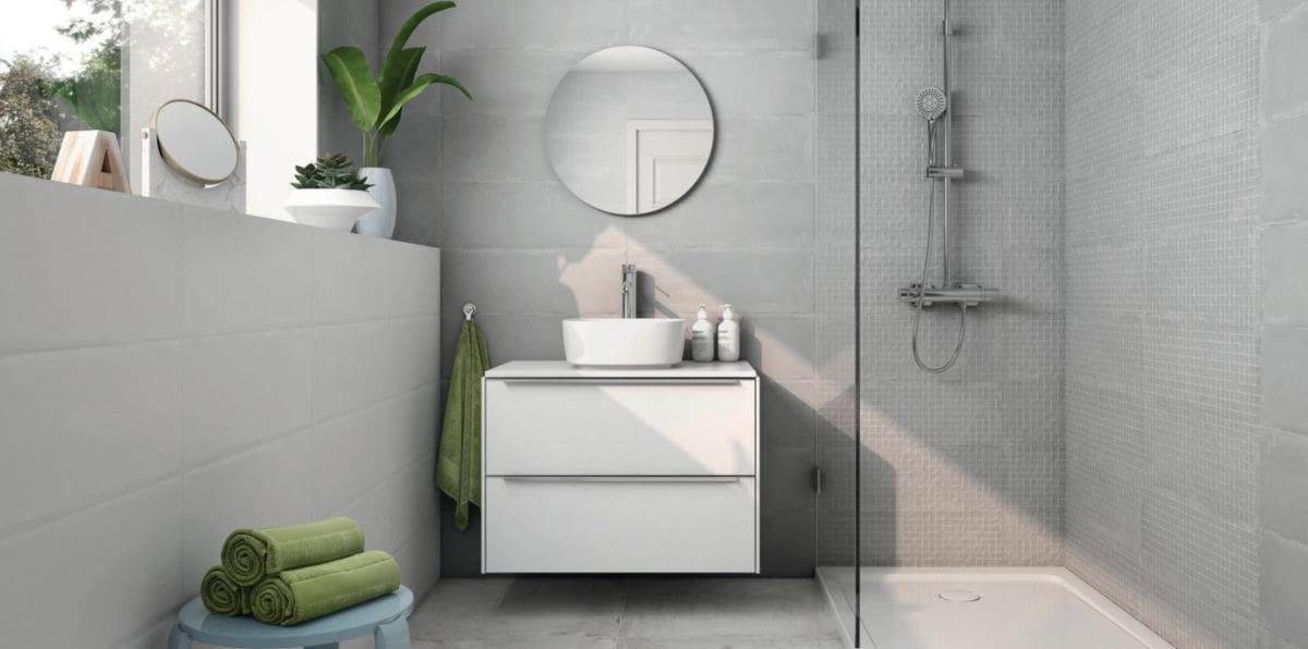 Un carrelage salle de bain imitation béton pour une ambiance moderne de style industriel