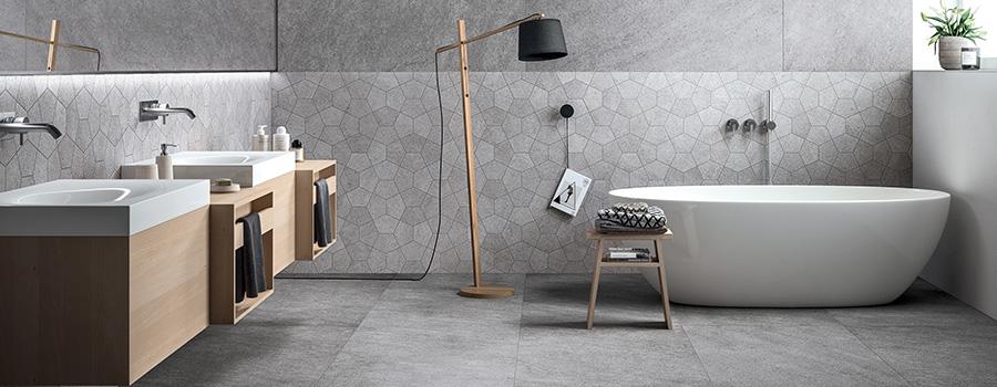 salle de bains avec sol en PVC imitation béton gris