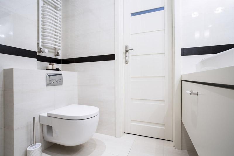la frise en faïence : un carrelage mural pour toilette et salle de bain